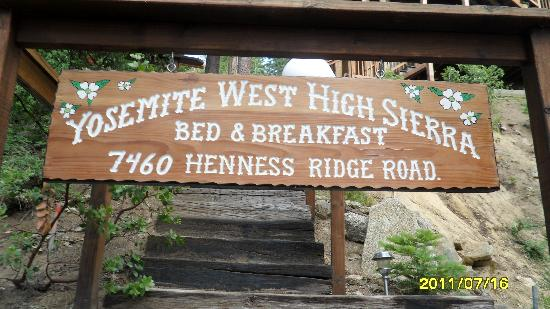 Yosemite West High Sierra Bed and Breakfast: Sign