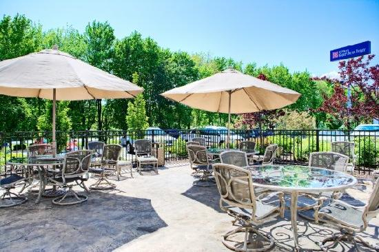 Hilton Garden Inn Springfield: Patio area connected to Presidential Ballroom