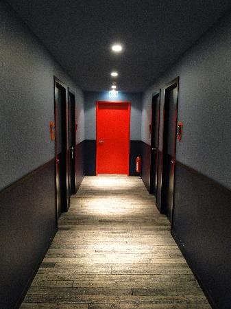 Corridor picture of 25hours hotel by levi 39 s frankfurt for Designhotel hessen