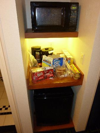 Fairfield Inn & Suites New Buffalo: fridge, microwave
