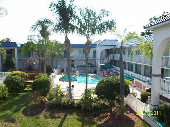 Days Inn & Suites Port Richey: Pool area