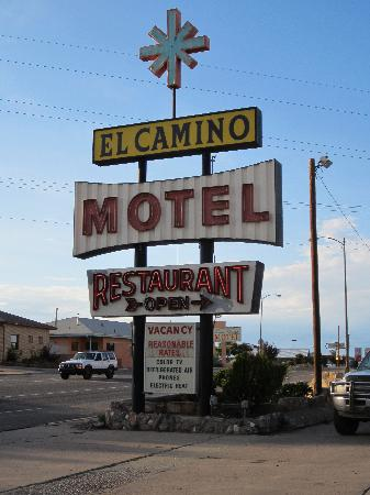 Knights Inn Las Vegas NM: Cool retro sign!  Great budget accommodations!