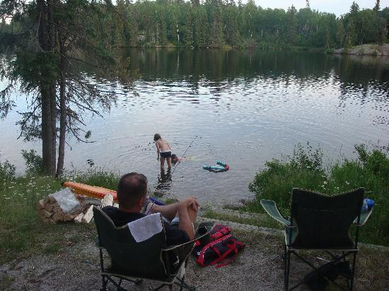 Kenora, Canada: kids swimming right off the site