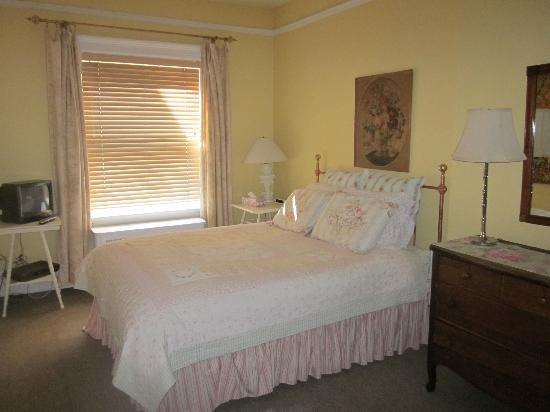 Wyman House: One bedroom with Queen bed