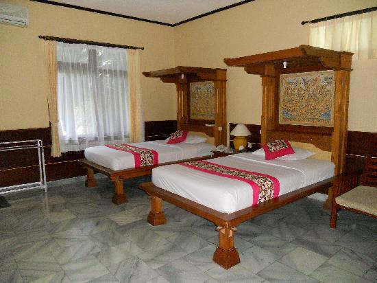 Melasti Legian Beach Resort &amp; Spa: cottage suite twin room