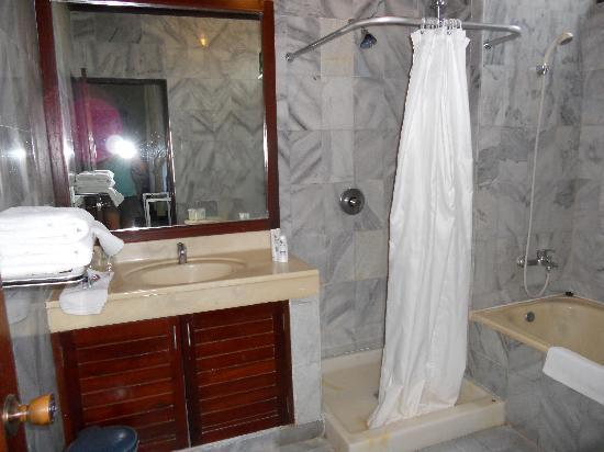Melasti Legian Beach Resort & Spa: cottage suite bathroom