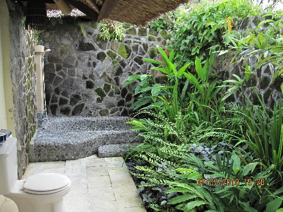 Sunny Blow Villa Jepun: Lovely outdoor bath area