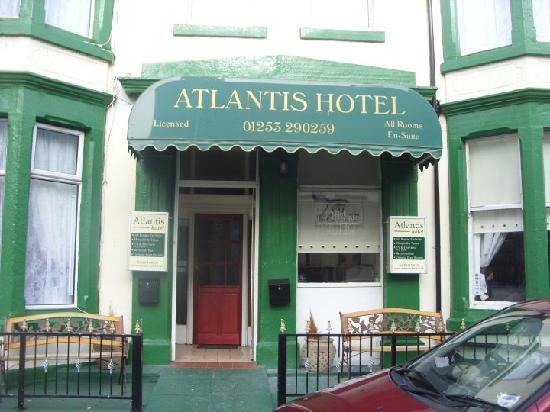 Atlantis Hotel: front of hotel!!