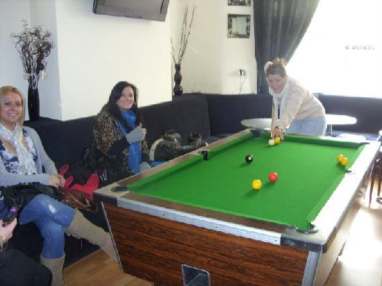 Atlantis Hotel: girls playing pool in hotel bar