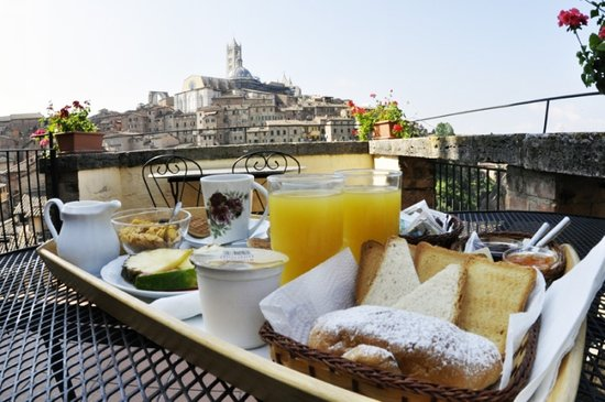 Albergo Bernini: Colazione in terrazza - Breakfast on the terrace
