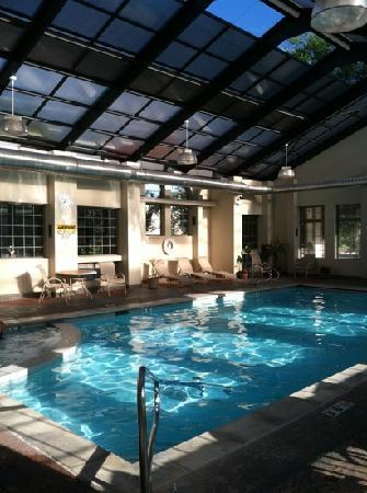 BEST WESTERN University Inn: pool house with hot tub