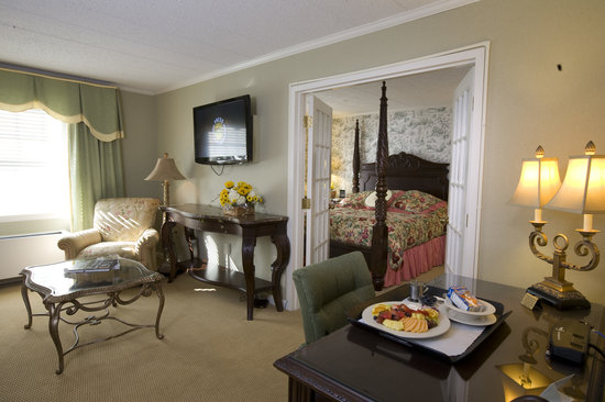 The Atherton Hotel: George Atherton Suite