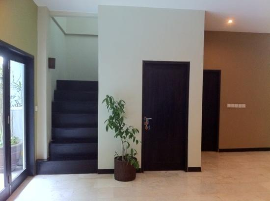 Lima Puri Villas Bali: stairs to bedrooms