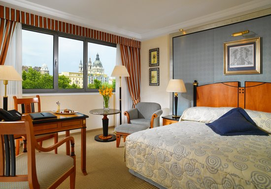 Kempinski Hotel Corvinus Budapest: Superior Room with view to Basilica