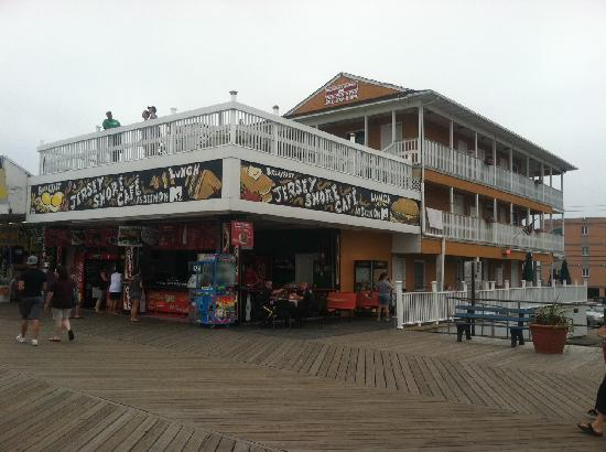 Seaside Heights, NJ: Hotel (with deck) as viewed from ocean boardwalk