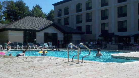 Wingate by Wyndham Lake George: The Outdoor Pool