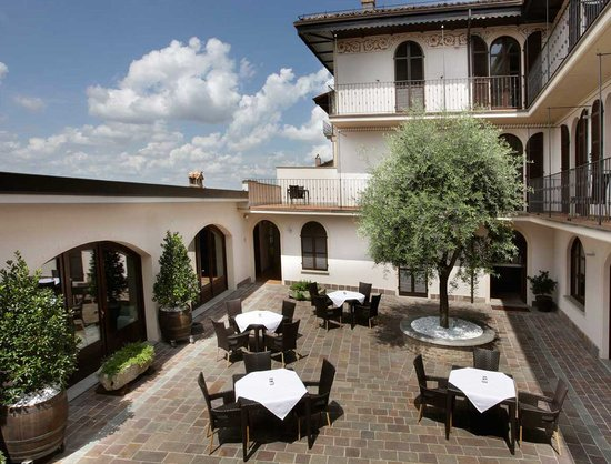 Photo of Le Torri Hotel Castiglione Falletto