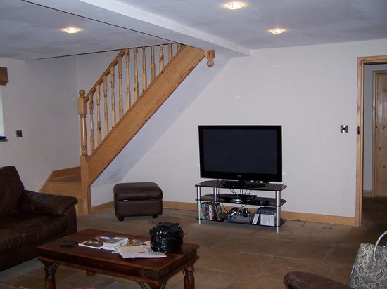 Ringehay Farm Holiday Cottages: The other side of the lounge