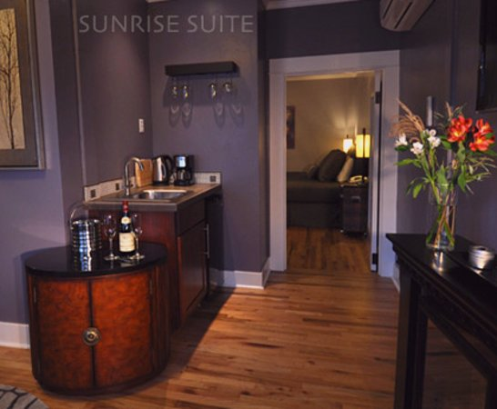 The Palm : Sunrise Suite 