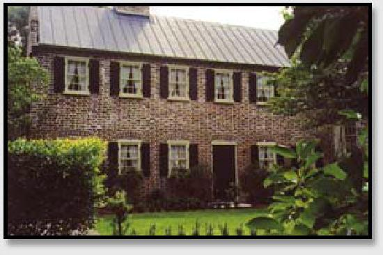 Charlotte Street Cottage: The carriage house.