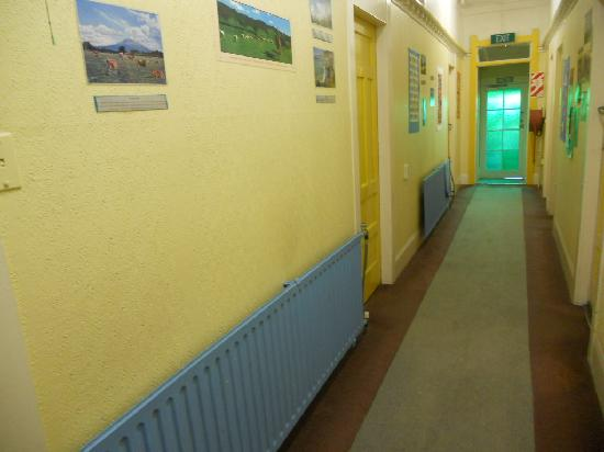 Spa Lodge Backpackers: Hallway with heaters on in winter day and night