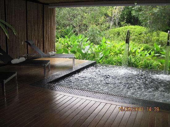 Phulay Bay, A Ritz Carlton Reserve: Jacuzzi for pre and post spa treament