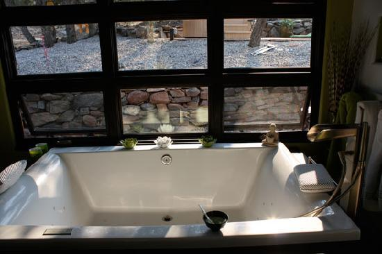 Terrain Santa Fe: Gigantic tub in the Shoji Suite