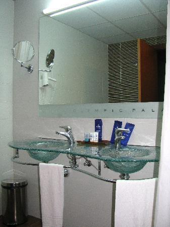 Evenia Olympic Palace: the bathroom