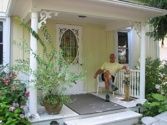 KIA Ora Bed and Breakfast: MacGregor Suite, cute private verandah out front