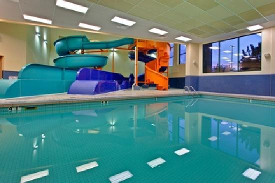 Holiday Inn Express Kelowna: Indoor Pool and 2 Waterslides