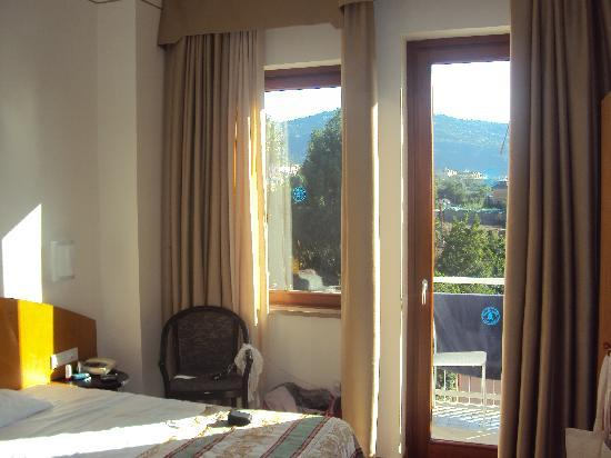 Caravel Hotel Sorrento: Comfort Room