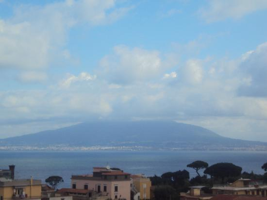 Caravel Hotel Sorrento: Vesuvius from hotel roof