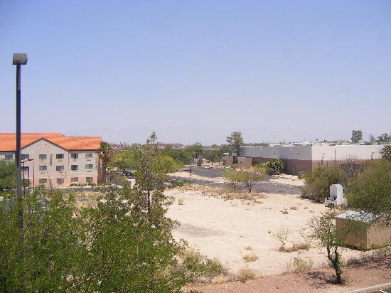 La Quinta Inn & Suites Tucson Airport: view from our room