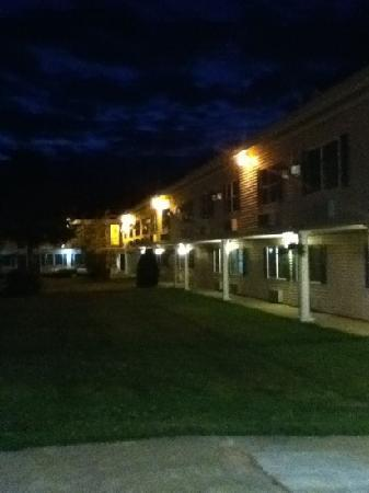 Fireside Inn &amp; Suites: night view of the back hotel