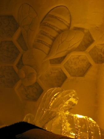 Hotel de Glace: Bees themed room