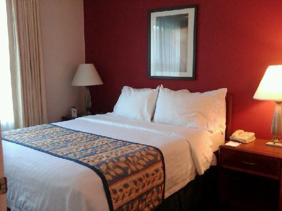 Residence Inn Wilmington Landfall: 1 bedroom Queen suite