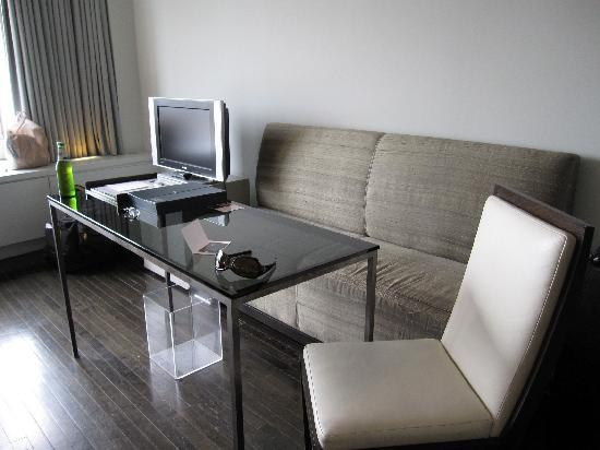 Hotel St. Paul: Sofa and big table for your laptop or whatever (no free internet though).