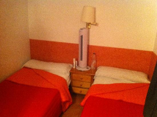 Lazza Hotel: two single beds in the room