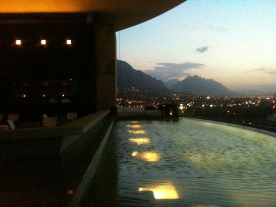 Habita MTY: alberca - terraza