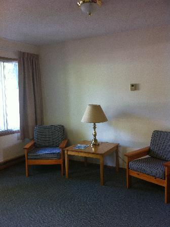 Big Horn Motel: sitting area in our room