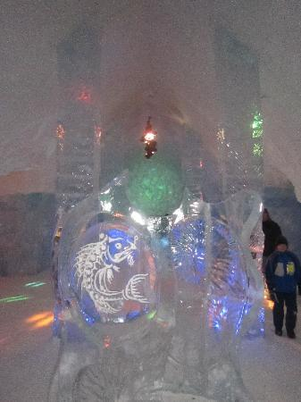 Hotel de Glace: at the ice bar