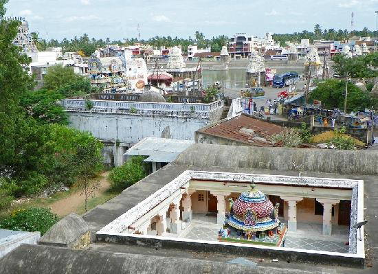 Kumbakonam, Inde : View from the hotel room of the sacred Mahamaham tank 