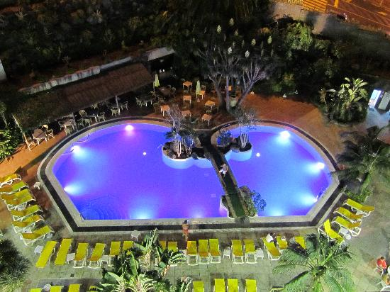 Hotel Puerto de la Cruz: Main pool at Night