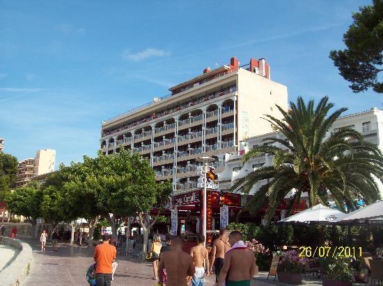 Hotel Comodoro: The hotel fron the beach