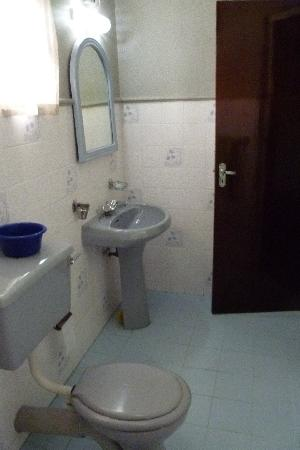 Sampath Rest Guesthouse: Bathroom 2