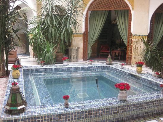 Riad Moucharabieh: The courtyard