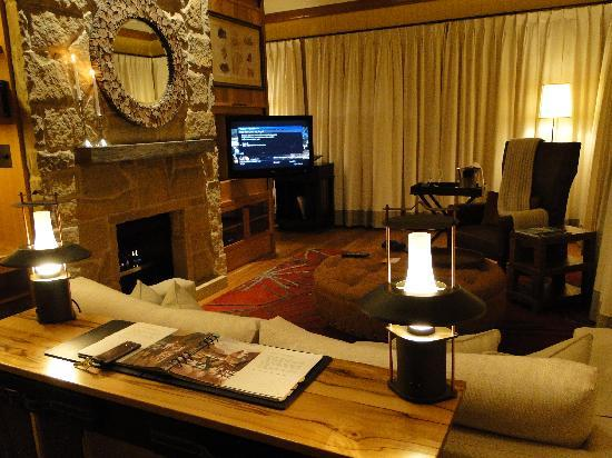 Emirates Wolgan Valley Resort & Spa: Suite Living Room