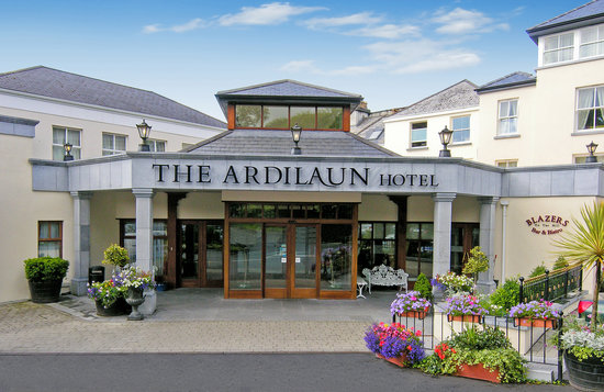 The Ardilaun Hotel: Ardilaun Hotel Exterior Day Shot