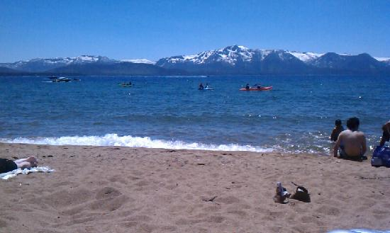 Саут-Лейк-Тахо, Калифорния: Lake Tahoe - 90 degrees, 60 degree water, snowy mountains, july 2nd!