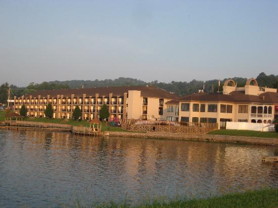 BEST WESTERN Plus Lake Guntersville Hotel: view from the levee walking trail